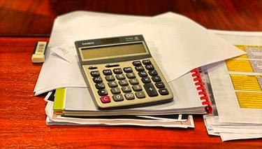 calculadora-documentos-cuaderno-folios-goma-mesa