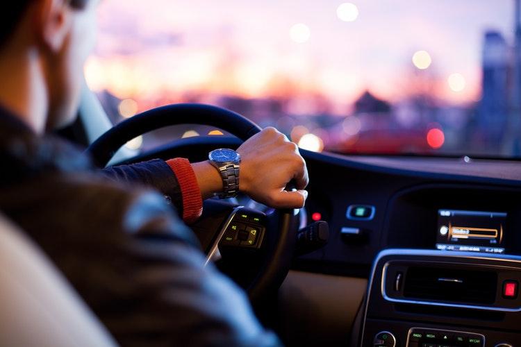 Cuándo y cómo puede un autónomo desgravarse los gastos de su coche