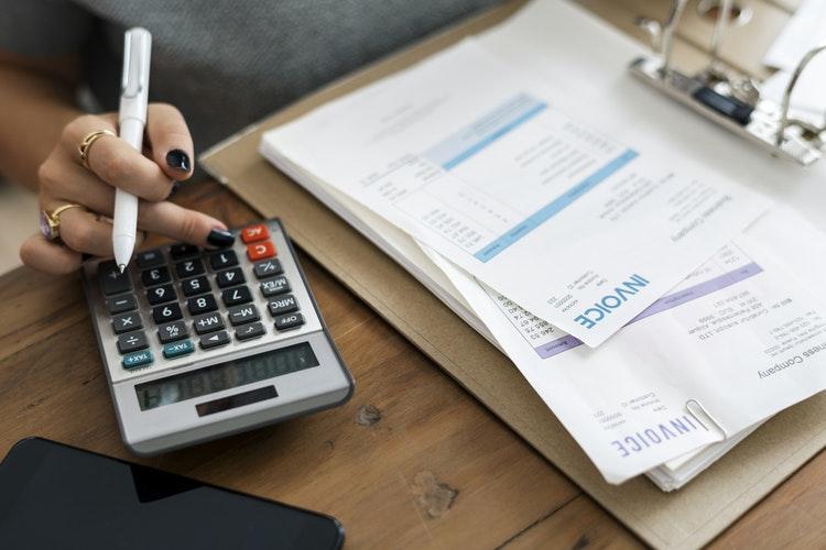 ¿Puede el autónomo desgravar gastos sin facturas?