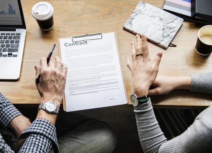 Cómo redactar correctamente un contrato.