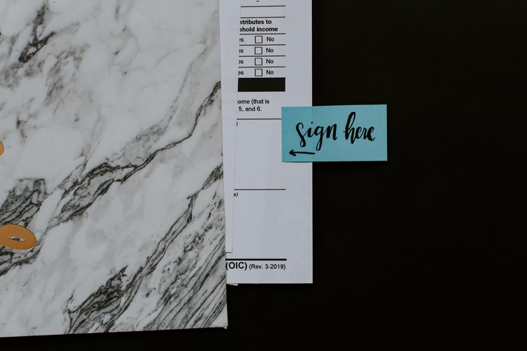 folio-firmar-blanco-negro-documento