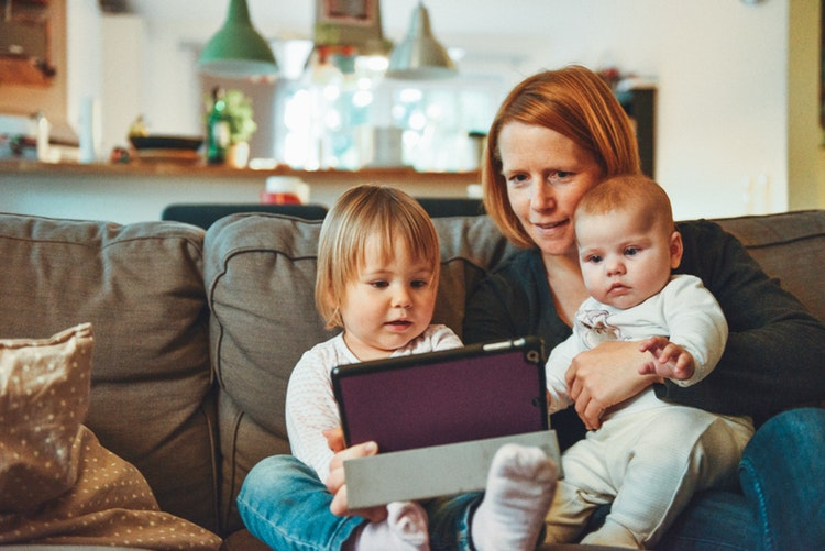 ¿Tributa la prestación por maternidad por IRPF? El Supremo lo aclara.