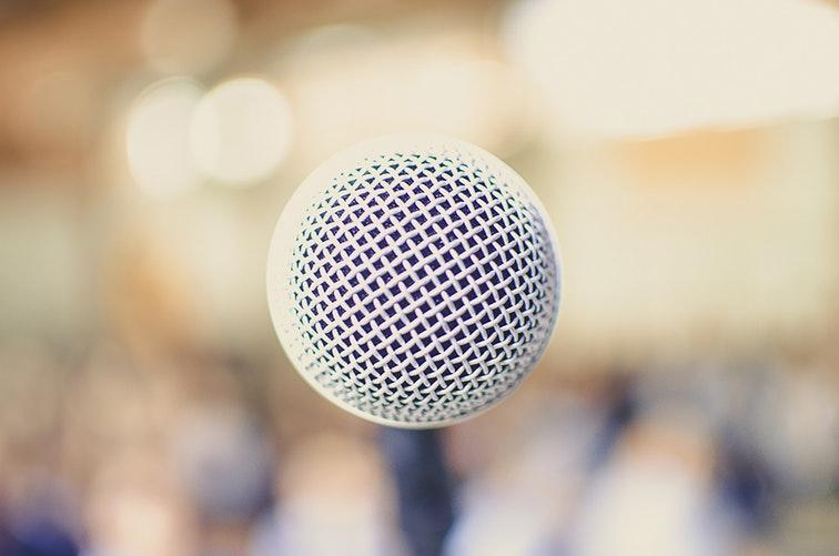Ser autónomo para impartir cursos y charlas: sí o no.