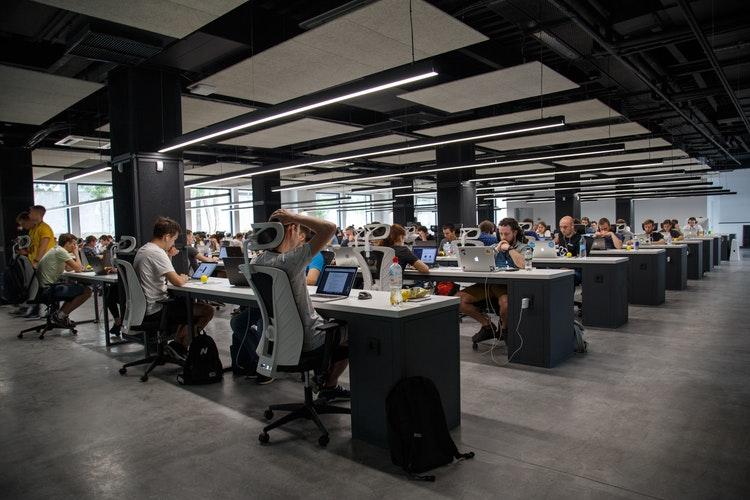 oficina-trabajadores-registro-jornada-laboral-gomezymoreno-asesores