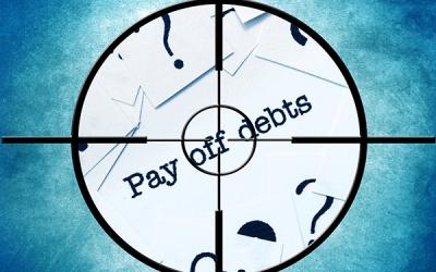 Hábitos que tienes que eliminar para pagar todas tus deudas.
