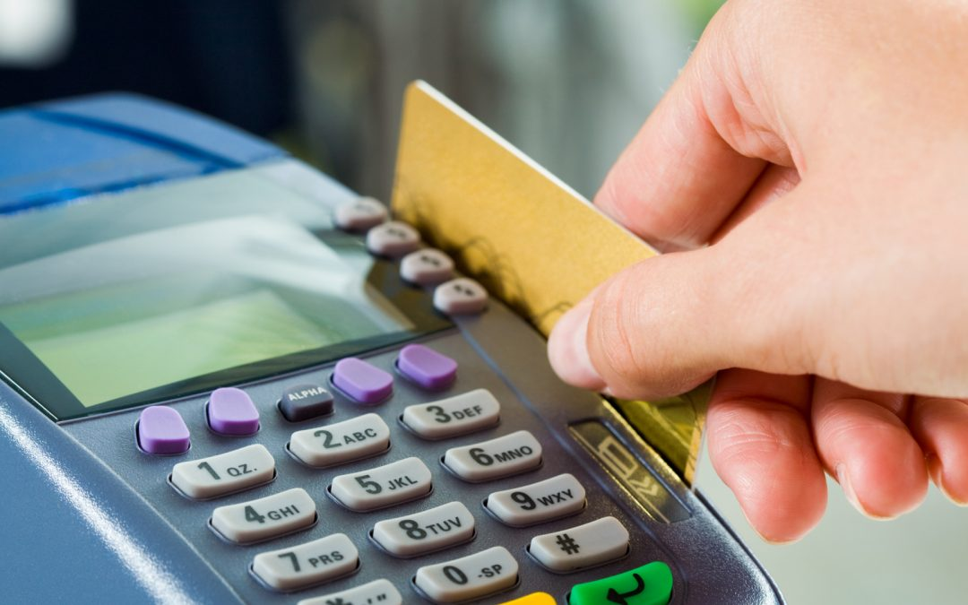 Una nueva normativa europea prohíbe los recargos en pagos con tarjeta.