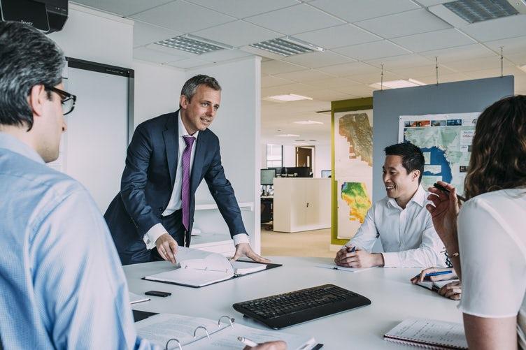 ¿Conoces los beneficios de hablar bien de nuestros compañeros de trabajo?