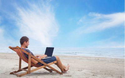 La mitad de los españoles no desconectan durante sus vacaciones.